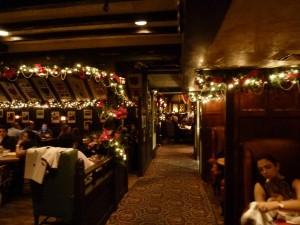 Tam O'Shanterの店内の様子。クリスマスバージョンの飾り付けになっていました。