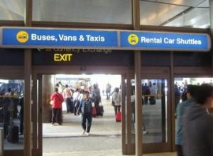 到着ターミナルから外への出口